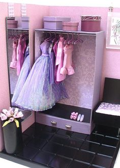 Doll Divas - Create custom storage/closet for 1:6 dolls.