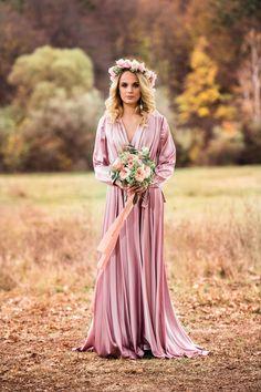Rochia perfectă pentru o seară specială! Bridesmaid Dresses, Wedding Dresses, Board, Photography, Ideas, Fashion, Bridesmade Dresses, Bride Dresses, Moda