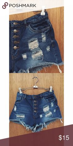🐼High rise distressed button up shorts🐼 🐌 cute & distressed! These shorts button all the way up🐌 💥ALL ITEMS ARE SOLD AS IS💥 Forever 21 Shorts Jean Shorts