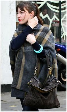 Gorgeous cape, great bag and red lips,Liv Tyler...