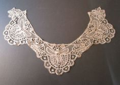 FINEST AND UNUSUAL ANTIQUE VICTORIAN INSECT DESIGN CREAM SILK LACE COLLAR