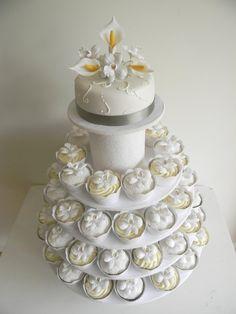Tortas de casamiento con cupcakes
