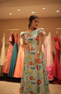 Skirt Pattern Long Floral Maxi Ideas For 2019 Sleeves Designs For Dresses, Dress Neck Designs, Blouse Designs, Long Gown Dress, Frock Dress, Summer Fashion Outfits, Fashion Dresses, Trendy Fashion, Fashion Weeks