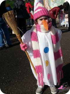 disfraz de muñeco de nieve con bolsas de basura