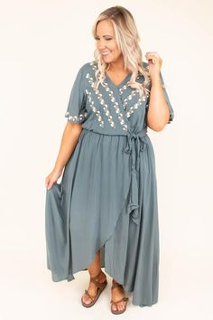 From floral to camo, maxi or mini, Chic Soul has the perfect plus size boutique dress to flatter your body and make you feel confident and chic! Plus Size Boutique Dresses, Plus Size Dresses, Nursing Clothes, Green Dress, New Dress, Beautiful Dresses, Night Out, Cold Shoulder Dress, Shirt Dress