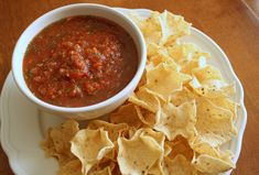 According to an old Seinfeld episode, salsa ranks in America as the top condiment of choice, over ketchup. But, after tasting this homemade salsa, I can see why! Easy Soup Recipes, Appetizer Recipes, Snack Recipes, Cooking Recipes, Appetizer Dips, Healthy Recipes, Simple Recipes, Onion Recipes, Party Appetizers