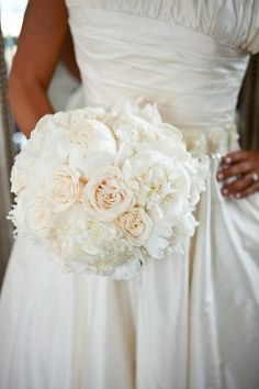 Gorgeous bridal bouquet-timeless look!!