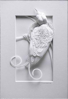Calvin Nicholls est un artiste canadien spécialisé dans la sculpture papier. Il travaille pour plusieurs types de clients allant du milieu de la publicité à celui de l'édition en passant également par des collectionneurs privés