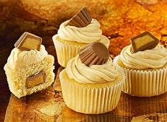 Peanut Butter Cup Minicakes