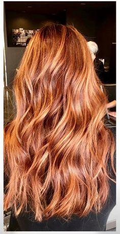 Mind blowing brown to caramel hair color on long wavy hair - New Hair Cut Hair Color Caramel, Red Hair Color, Color Red, Hair Colors, Long Wavy Hair, Curly Red Hair, Auburn Hair, Grunge Hair, Balayage Hair