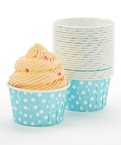 Put a pop of color on the table with this sweet set of baking cups! With 24 cups made from heat-resistant baker's paper, crafting homemade treats will yield a beautiful bounty.