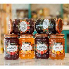 Натуральные мармелады Mackays из Шотландии: малиновый, клубничный, смородиновый, абрикосовый, мармелад из апельсинов с добавлением виски и мармелад из трех видов ягод: смородины, клубники и малины. Попробуйте их с домашними блинами нашего приготовления!#mfresca #одесса #odessa #inodessa #одессамама #варенье #джем #Mackays