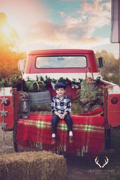 Image of 2018 Holiday Pre-Sale Image of 2018 Holiday Pre-Sale Christmas Photo Booth, Christmas Truck, Christmas Tree Farm, Christmas Minis, Christmas Photo Cards, Outdoor Christmas, Vintage Christmas, Christmas Photoshoot Ideas, Christmas Picture Background