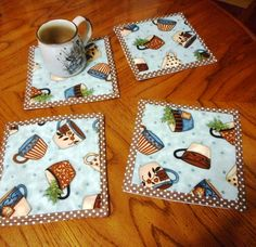47 trendy patchwork easy ideas mug rugs Mug Rug Patterns, Quilt Patterns, Small Quilts, Mini Quilts, Small Sewing Projects, Sewing Crafts, Table Runner And Placemats, Table Runners, Mug Rug Tutorial