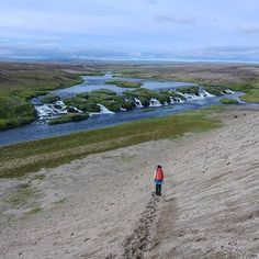PL Za każdą górką wodospad albo inna niespodzianka. Znacie sporo takich niesamowitych miejsc na świecie?  ENG For each mountain waterfall or other unexpected view. There are many such places in the world don't you?  14.07.2018 Iceland hiking  #islandia #iceland #interior #hiking #hikingtrail #trailscalling #wapniakiwdrodze #view #mountainsview #wodospad #waterfall #góry #hory #mountains #berge #trekking #hellismannaleid #mountaineering #mountainsarecalling #visiticeland #icelandtravel…
