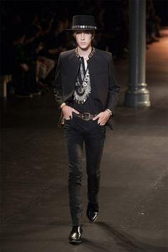 Hedi Slimane presented his Spring/Summer 2015 collection for Saint Laurent during Paris Fashion Week. Saint Laurent, Style Rock Hommes, Men Fashion Show, Mens Fashion, Fashion Brand, Rock Star Outfit, Rock Style Men, Men's Style, Look Rockabilly