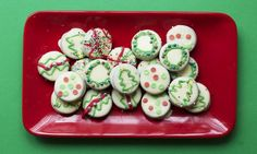 Sweet and simple (and PERFECT for Christmas-y lunch box treats) - Oreo bauble cookies!