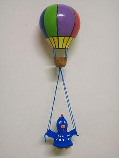 Balão de cabaça com a galinha pintadinha no cesto.
