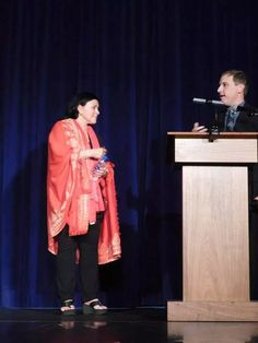 My Weekend in Burlington, NC with Diana Gabaldon - Outlander North Carolina Diana Gabaldon Outlander, Outlander Tv, Outlander Series, Historical Romance, Historical Fiction, Boyfriend Games, Paramount Theater, The Fiery Cross, Debbie Macomber