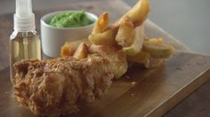 Fish and Chips (Recipe by: Heston Blumenthal) Recipe For Fish And Chips, Chips Recipe, Masterchef Recipes, Heston Blumenthal, Lemon Potatoes, Savarin, Latest Recipe, Fried Fish, Fish And Seafood