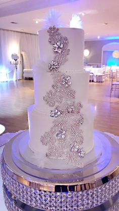 wedding cakes with bling cakes with bling Sparkly Wedding Cakes, Extravagant Wedding Cakes, Wedding Cake Photos, Amazing Wedding Cakes, Elegant Wedding Cakes, Wedding Cake Designs, Wedding Cupcakes, Wedding Cake Toppers, Bling Cakes