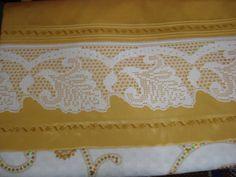 awesome En Yeni Pike Takımı Modelleri Filet Crochet, Crochet Borders, Crochet Art, Crochet Potholders, Crochet Doilies, Lace Making, Valance Curtains, Diy And Crafts, Lily