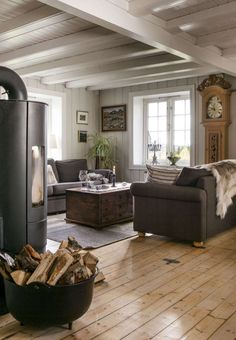 Renovere gammel hytte - Inspirasjon Cosy House, Interior Inspiration, Lounge, Cottage, Patio, Outdoor Decor, Wooden Houses, Farm House, Amelia