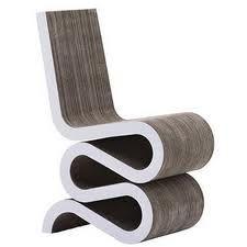 Dit is het design van een stoel. Er zijn heel veel verschillende soorten design. Een design is een ontwerp van iets of iemand.