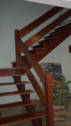 88- Escada em pranchas de Ipê aplicado Sinteko Brilhante.