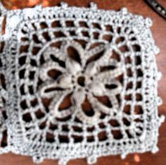 La 9 forma libre (flor gris) convertida en cuadrado,29-06-14