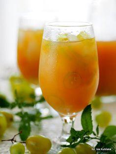 Napój na lato. Lemoniada winogronowa | Smaczna Pyza Alcoholic Drinks, Cocktails, Buy Wine Online, Wine Subscription, Lemon, Glass, Recipes, Food, Diet