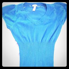 Teal Cap Sleeve Sweater Ambiance apparel from Macys. V neck and ribbed from the torso down Color is teal 80%cotton 20% lycra. #sweater #shortsleeve #vneck #teal #macys #blove Ambiance Apparel Tops