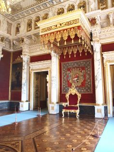 Schloss Schwerin Thronsaal Royal Throne, Throne Room, Antique Chairs, Sims House, European Countries, Zettai Karen Children, Flying Ship, Art And Architecture, Luxury Lifestyle