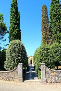 """Spero mi concederete una breve """"intrusione"""" personale ... non ne facciamo molte. Questo è il cimitero di San Giovanni a Cerreto (Castelnuovo Berardenda), ove riposa mio padre, morto il 13 agosto di cinque anni fa. Vi ringrazio e mi scuso ..."""