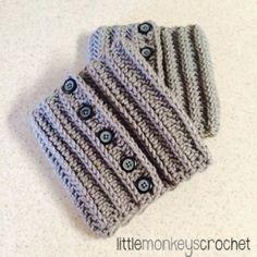 Maribel Boot Cuffs (Free Pattern) by Little Monkeys Crochet Crochet Boots, Crochet Gloves, Crochet Slippers, Crochet Scarves, Crochet Crafts, Free Crochet, Knit Crochet, Crochet Ripple, Crochet Winter