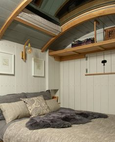 Blackdown Shepherd Huts, Shepherds Hut, Small Rooms, Small Spaces, Small House Living, Interior Design Photos, Brown Furniture, Tiny House Design, Gypsy Living