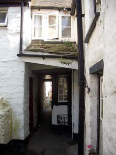 Squeezy Belly Alley - Port Isaac. One of the tiny alleyways and higgledy-piggledy cottages that make Port Isaac the delightful place it is.