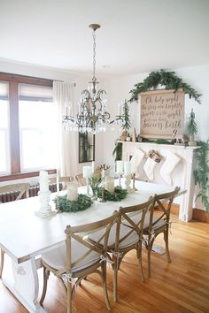 Amazing farmhouse Christmas dining room decorating
