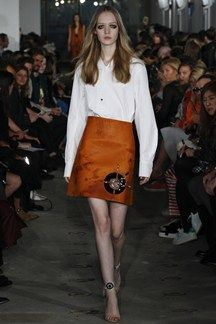 White Blouse and Pumpkin Colored Skirt - Thomas Tait Spring 2016 Ready-to-Wear Collection Photos - Vogue Office Fashion, Fashion Week, Fashion Show, Fashion Outfits, Fashion 2014, London Fashion, Western Chic, London Spring, She Is Clothed