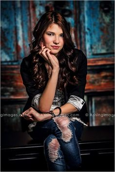 Awesome senior pictures in Michigan. Cute outfit and pose! #arisingimages #seniors #fashion #photoshoot #model