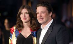 Jamie oliver posts rare family photo featuring wife jools and daughter petal Jamie Oliver Wife, Jools Oliver, Lunch Smoothie, Healthy Smoothies, Healthy Pizza Recipes, Healthy Quotes, Family Photos, Couple Photos, Three Daughters