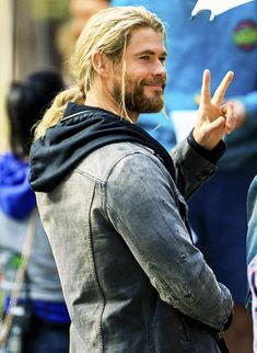 Chris Hemsworth greeting fans on the set of Thor: Ragnarok in Brisbane.