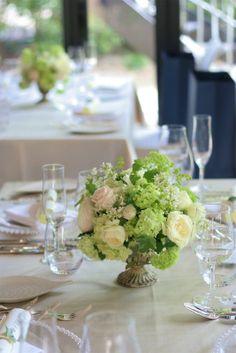 緑と白と、ベージュ1 日比谷パレス様の装花 : 一会 ウエディングの花