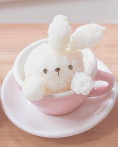 Little bunny rice ball Japanese Food Art, Japanese Snacks, Japanese Dishes, Japanese Sweets, Kawaii Bento, Cute Bento, Kawaii Cooking, Cute Baking, Kawaii Dessert