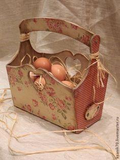 Короб ` Ситцевый` для яиц,лука,чеснока фруктов.. Короб ' Ситцевый' в деревенском старинном стиле будет очень удобен для пасхальных яиц, овощей и фруктов. Вместительный короб-корзинка для дома и дачи.  .Преобразит любой интерьер и сделает его ещё уютнее.
