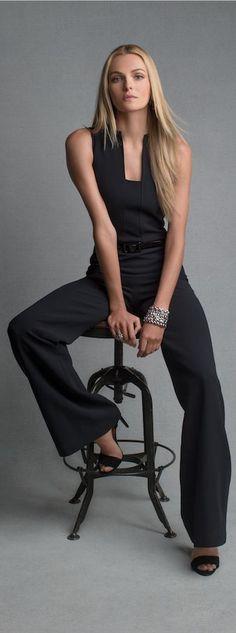 Combinaison en laine stretch noire ceinturée : la tenue idéale, quelle que soit l'occasion