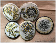 painted stones and clay by manysparrows art Pebble Painting, Pebble Art, Stone Painting, Stone Crafts, Rock Crafts, Pebble Stone, Stone Art, Hand Painted Rocks, Painted Stones
