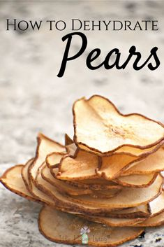 How to Make Your Own Pear Chips for a Healthy Snack Dehydrated pears can be a delicious snack and a great way to use in-season produce. Here is a simple guide to teach you how to dehydrate pears so that you can make the most of this delicious fruit! Fruit Snacks, Yummy Snacks, Raw Food Recipes, Healthy Snacks, Snack Recipes, Yummy Food, Dehydrated Food Recipes, Pear Recipes Healthy, Health Recipes