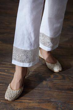 Salwar Designs, Kurti Neck Designs, Sleeve Designs, Fashion Pants, Sneakers Fashion, Fashion Dresses, Indian Suits, Indian Wear, Kurtis With Pants
