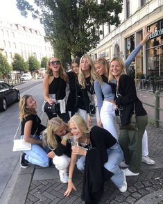 I Need Friends, Cute Friends, Best Friends, Cute Friend Pictures, Friend Photos, Flipagram Instagram, Gal Pal, Best Friend Goals, Teenage Dream